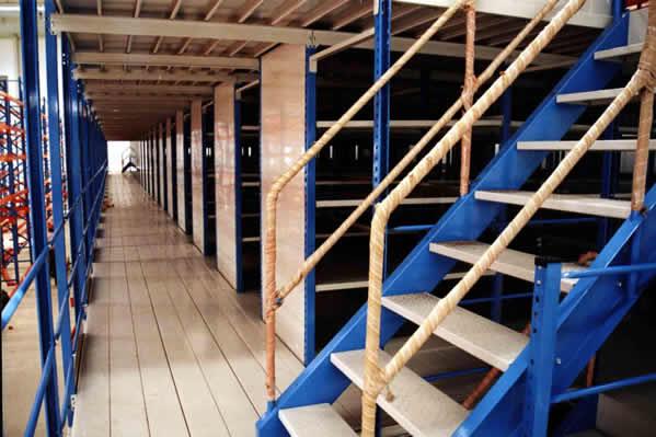 沃尔沃汽车4s店阁楼式货架磁性材料卡电话 025 66037400 高清图片